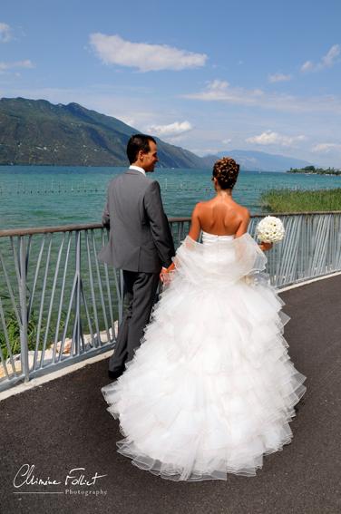 photo des mariés bord du lac du Bourget